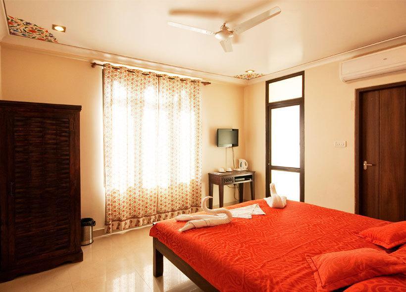 Hotel Maya Niwas in jaipur