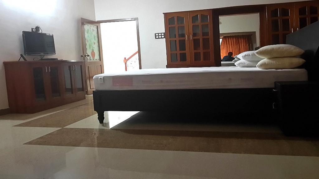 Mg Resorts in Kuttālam