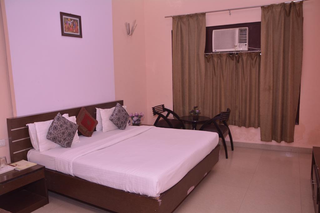 Mid Town Hotel in moradabad