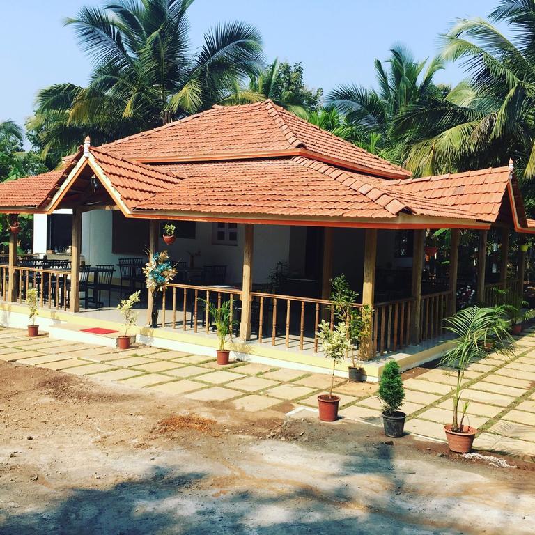 Neel garden resort in Nandgaon