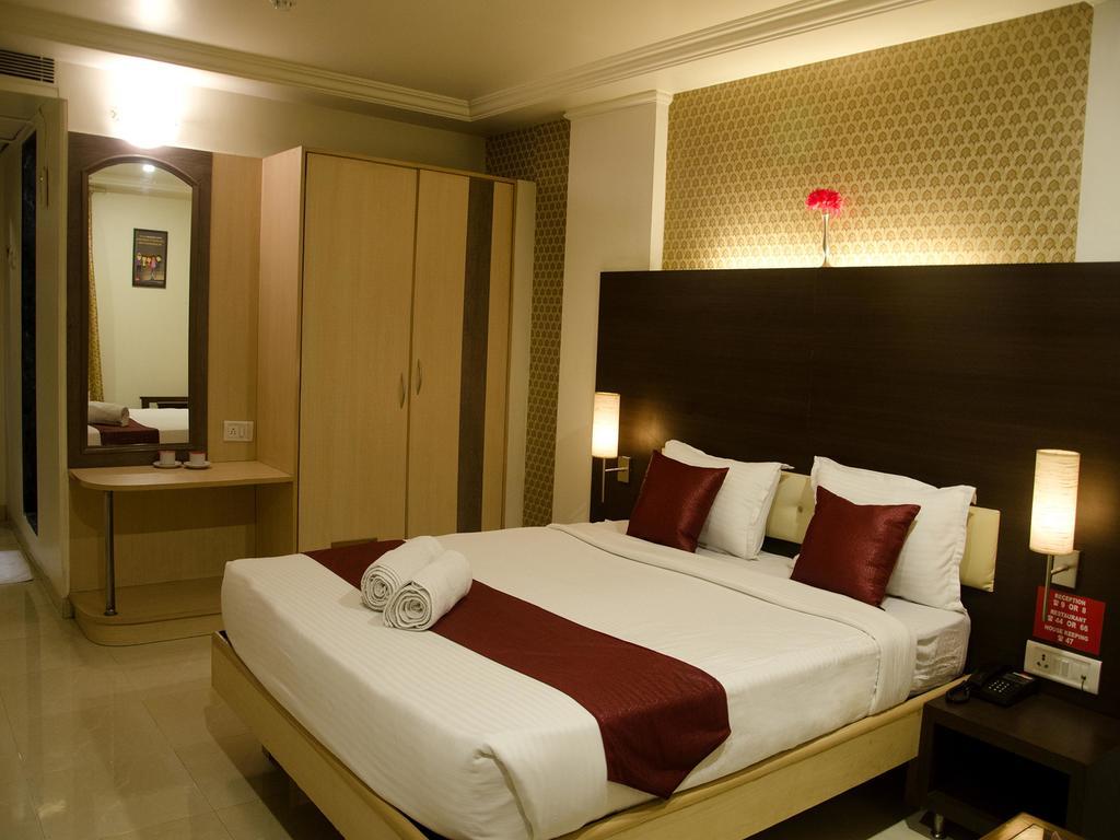 OYO 406 Hotel Venkat Presidency in Kalamboli