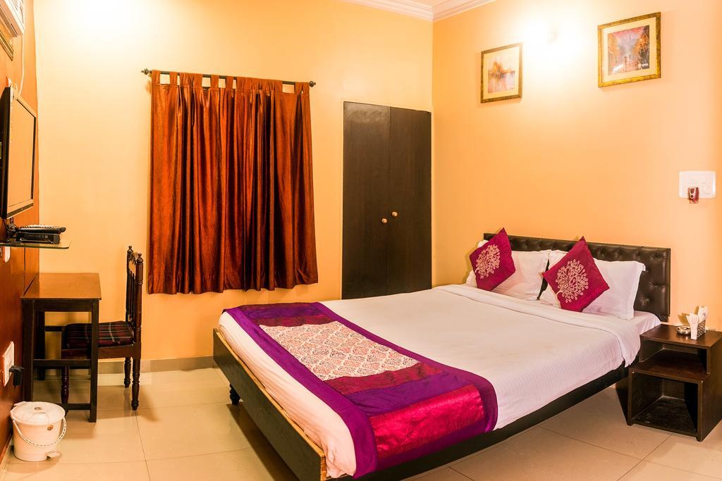 OYO 7533 Rossa Hospitality CL 164 in Kolkata