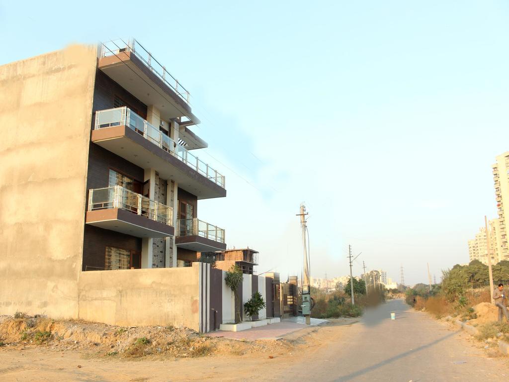 OYO 405 near Artemis Hospital in gurgaon