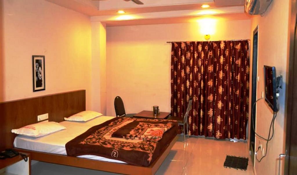 Pai Vaibhav in Hospet