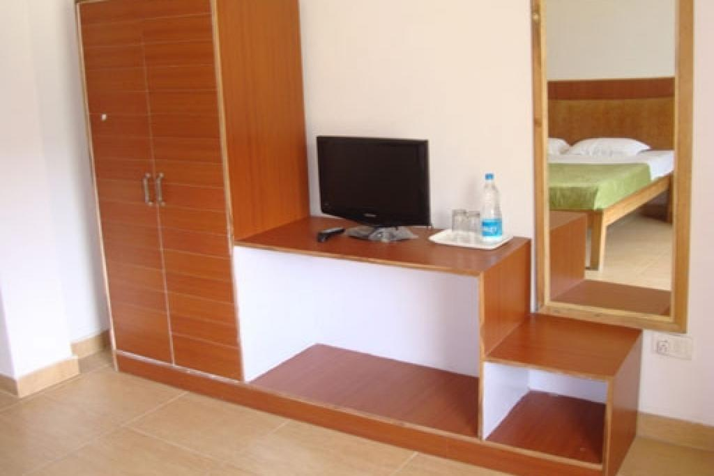 Room for 3 in a guest house , by GuestHouser in Chamoli