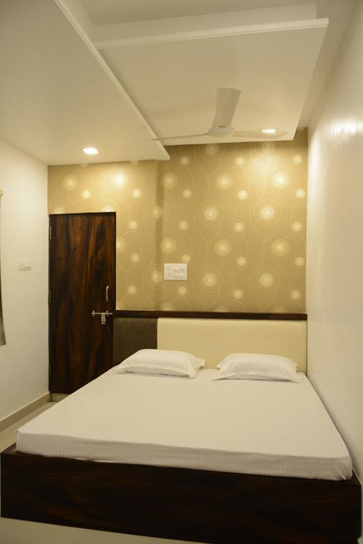 Sri Shivam Hotel in Gondia