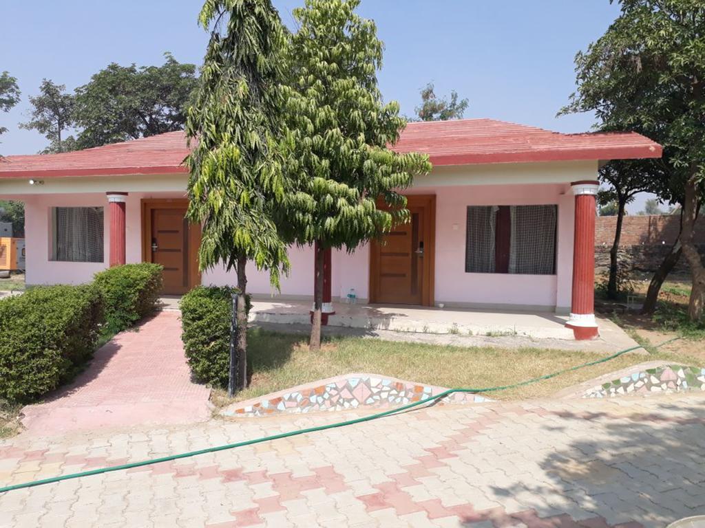 Treehouse Raj Mahal Resort in Baraud