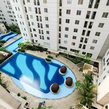 1 Br Bassura City Apartment With Panorama Pool By Travelio in Jakarta