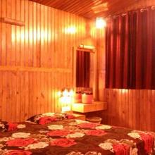 1 Br Boutique Stay In Opp Kapadia Market, Matheran (57dc), By Guesthouser in Neral