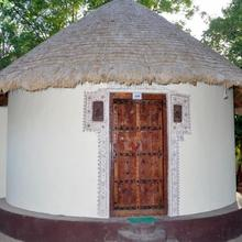 1 Br Cottage In Kukma, Kutch, By Guesthouser (e1e3) in Bhuj