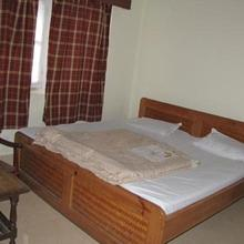 1 Br Guest House In The Mall, Ranikhet (87a3), By Guesthouser in Almora