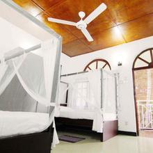 2in1 Kandy Hostel in Kandy