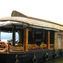 Santhisukham Houseboat in Alappuzha