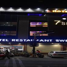 7 Sky Hotel in Mansurpur