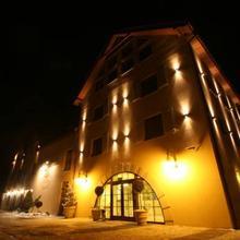 Villa Estera - Hotel & Restauracja in Szamoty