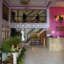 A Palace on River ( Rashmi Guest House ) in Varanasi