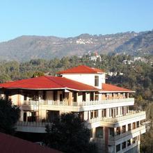 Aamod Resort in Naukuchiatal