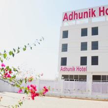 Adhunik Hotel Neemrana in Palawa