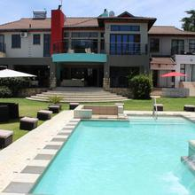 Africa Paradise - Or Tambo Airport Boutique Hotel in Kempton Park