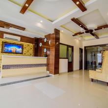 Ah1 Hotel in Majitha