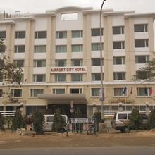 Airport City Hotel in Rishra