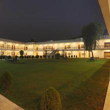 Airport Motel / Aapno Ghar Resort in Manesar