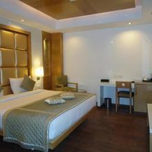 Almondz Hotel in New Delhi