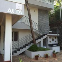 Alta- Luxe Villa in Thumbe