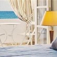 Anemos Beach Lounge Hotel in Santorini