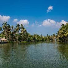 Antonys Eco Houseboat Hostel in Mararikulam