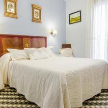 Apartamentos Salmerones in Arenas Del Rey