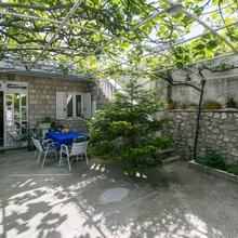 Apartment Ivo & Mare in Donje Celo