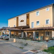 Apartments & Rooms Buoni Amici in Materada