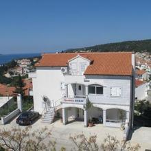 Apartments Jakic in Zarace