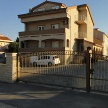 Apartments Škara in Debeljak