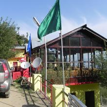 Apple Orchard Resort in Dhanaulti