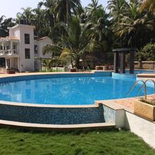 Aqua De Goa in Parra