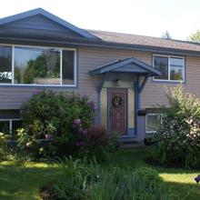 Arbour Cottage B & B in Courtenay