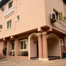 B & S Hotel & Suites in Lagos