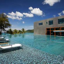 B-lay Tong Beach Resort in Phuket