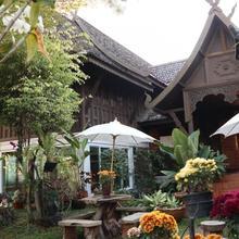 Baan Kumwan Boutique Hotel in Lampang
