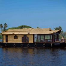 Back Water Houseboat in Kumarakom