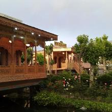 Badyari Palace Group Of House Boats in Moniawar