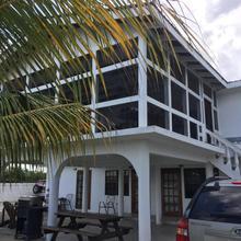 Bamboleo Inn Belize in Belize City