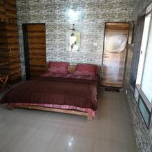 Bamboo Cottage Farmstay in Wadhiware
