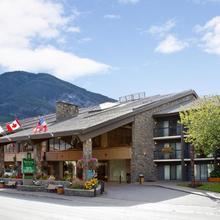 Banff Park Lodge in Banff