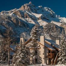 Banff Rocky Mountain Resort in Banff