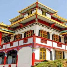 Bara Mangawa Farmhouse in Mangpu