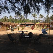 Basho Huts & Cafe in Shiroda