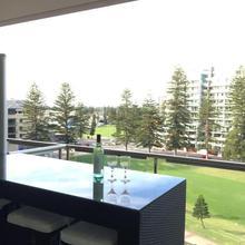 Beachside Luxury Getaway In Glenelg in Adelaide